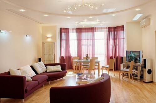 Дизайн штор и мебели для зала
